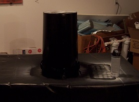 Painted bucket to block light for DWC system