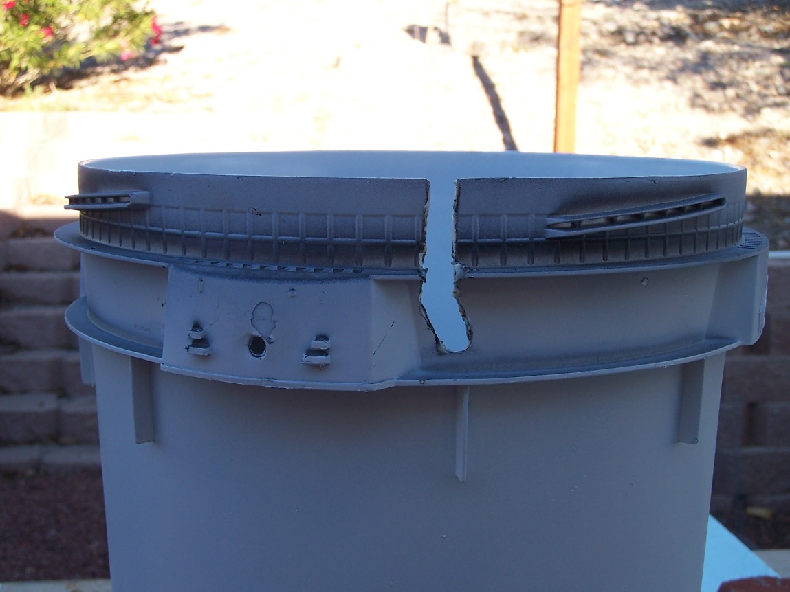 Easy to build five gallon bucket DWC hydroponic system